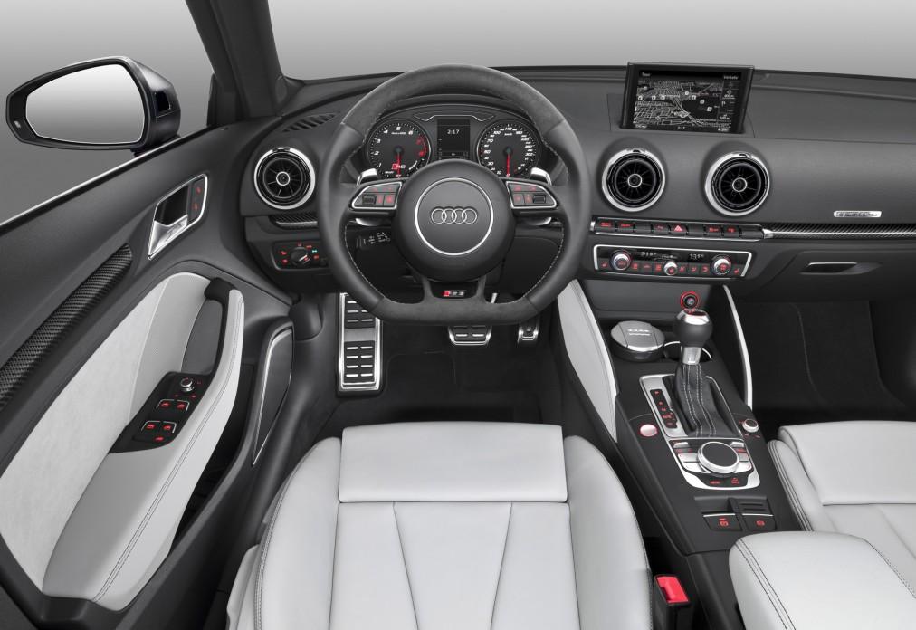Audi_RS3_Sportback_2015_1