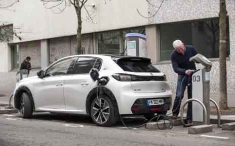 Prime à la conversion : le prix des voitures électriques et hybrides rechargeables enfin compétitif ?