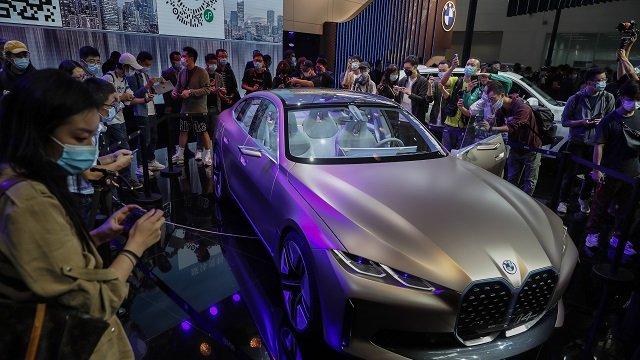 Chine : le salon automobile de Pékin attire les foules