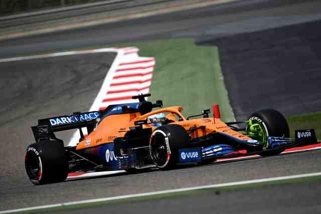 Ricciardo en tête à la mi-journée