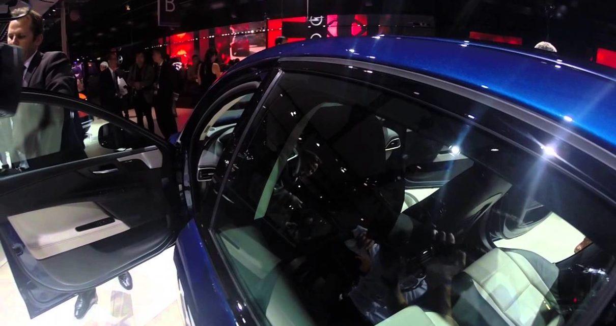 360° Jaguar XE bleu - Mondial Auto de Paris 2014
