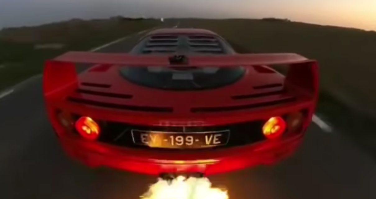 """Cette Ferrari F40 """"cracheuse de flammes"""" donne le frisson !"""