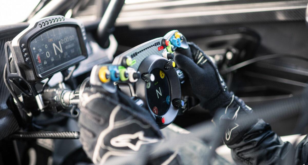Ce volant peut être utilisé en course et dans les jeux vidéos