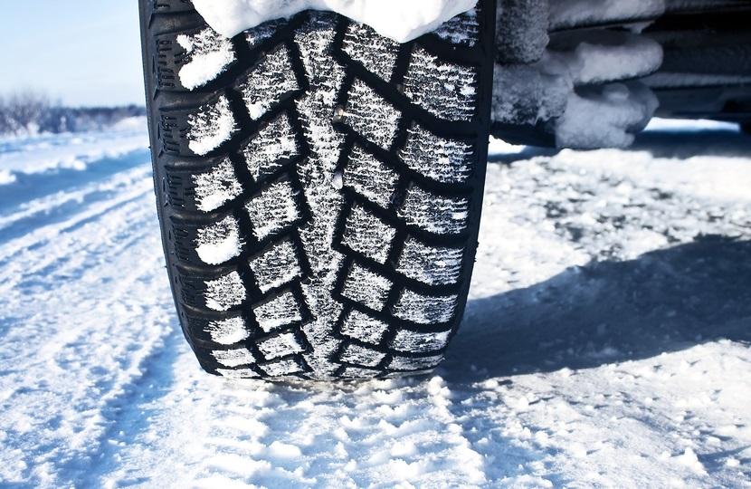 Est-ce que 2 pneus neige suffisent ?