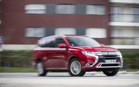 Le Mitsubishi Outlander remplacé en 2020 et accompagné d'un autre SUV
