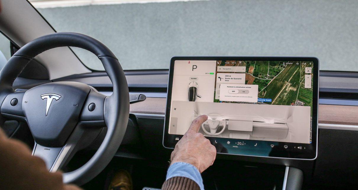Les écrans tactiles vont-ils être interdits dans nos voitures ?