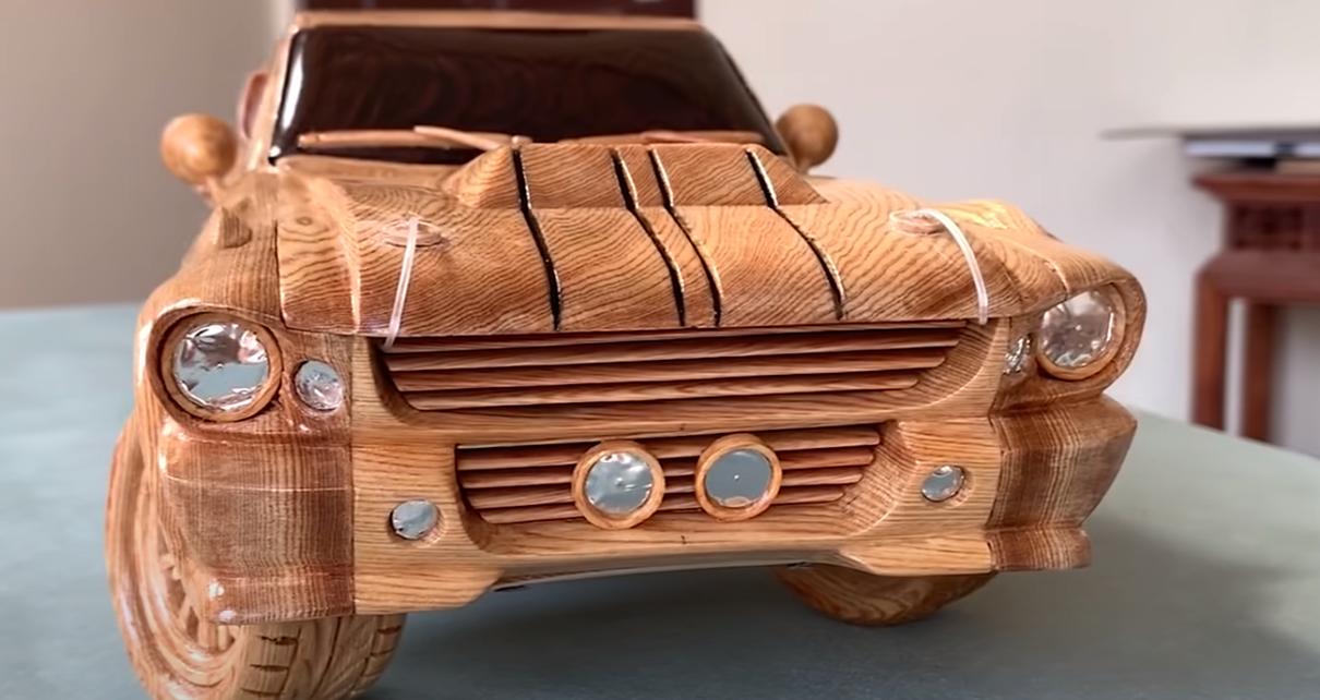 Voici comment fabriquer votre Ford Mustang Eleanor en bois