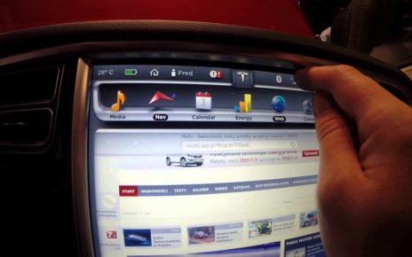 Tableau de bord de la Tesla Model S - Mondial Auto de Paris 2014