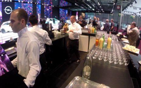 Insolite : le petit déjeuner chez Opel - Mondial Auto de Paris 2014