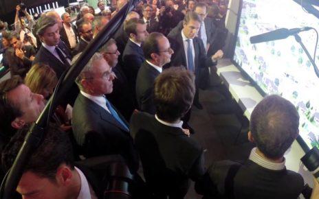 Insolite : François Hollande au Mondial Auto de Paris 2014
