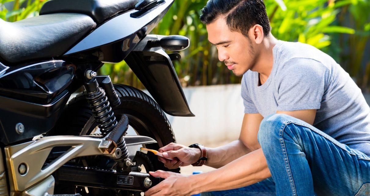 Faire sa vidange sur sa moto : nos conseils pour une vidange rapide et facile
