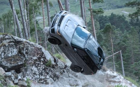Vivez la course poursuite de James Bond en Range Rover Sport SVR
